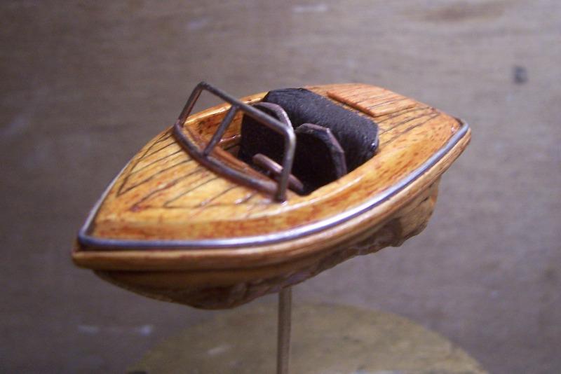 RUNABOAT/RIVA coquille de noix 100_2328