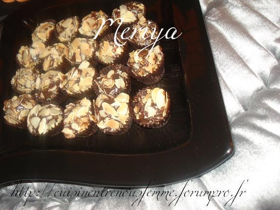 Kwirat Louz o Choklat / Boulettes croquantes marocaines aux amandes éffilées et chocolat par Meriya Dsc07026