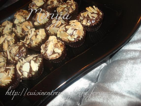 Kwirat Louz o Choklat / Boulettes croquantes marocaines aux amandes éffilées et chocolat par Meriya Dsc07027