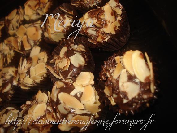 Kwirat Louz o Choklat / Boulettes croquantes marocaines aux amandes éffilées et chocolat par Meriya Dsc07028