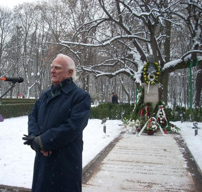 15 ianuarie 2010-ziua de nastere a lui Mihai Eminescu sarbatorita in Parcul Copou 15_ian18