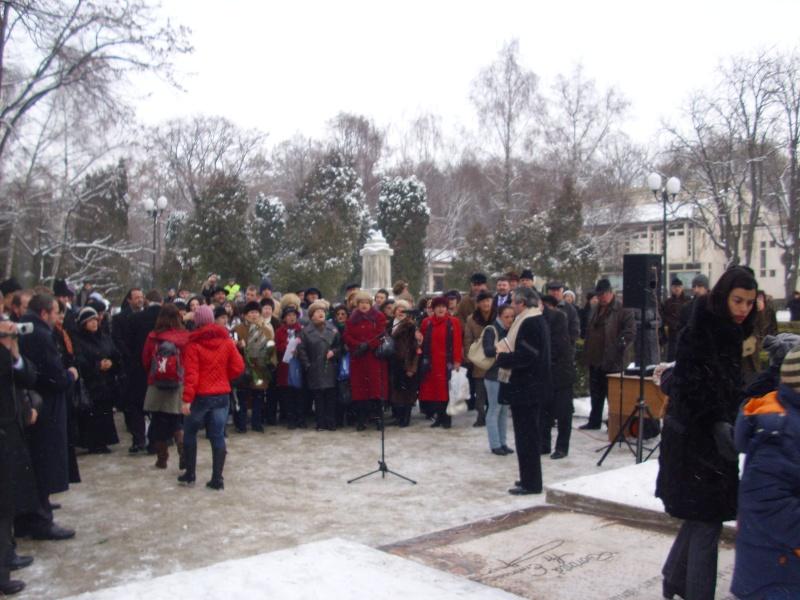 15 ianuarie 2010-ziua de nastere a lui Mihai Eminescu sarbatorita in Parcul Copou E610