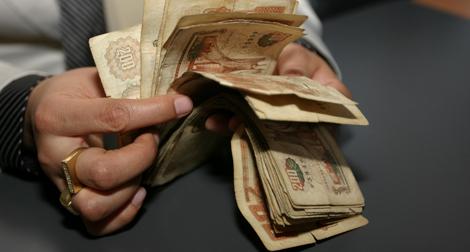 """""""التشيبة""""... قهوة الموظف وكبش القاضي وعطر """"الديواني"""" 2012-t10"""