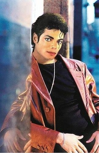 Michael Jackson in posa (anke come modello era bellissimo) - Pagina 5 Michae17