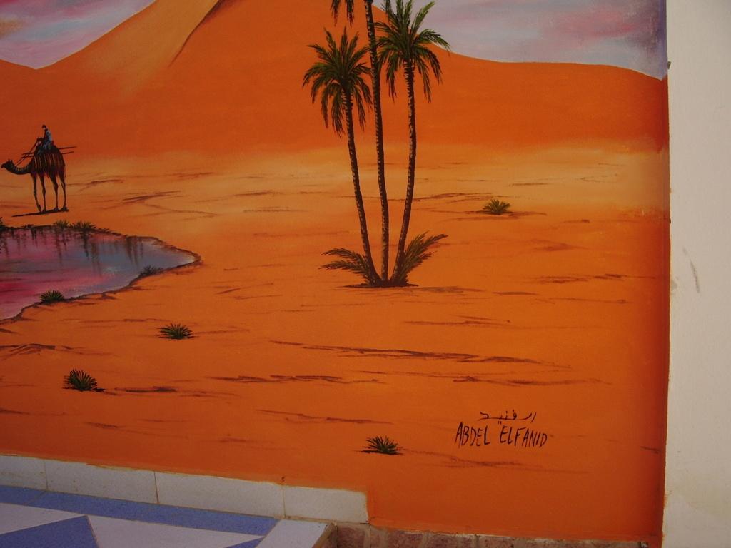[Maroc/Commerces]  Peinture de motif sur camping car  Maroc_11