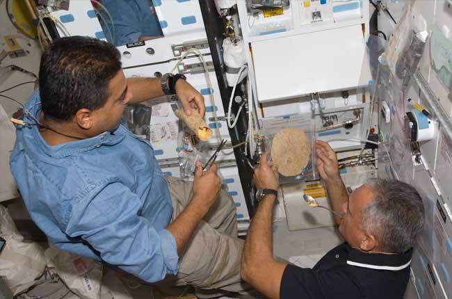 La cuisine à bord de la Station Spatiale Internationale 09091110