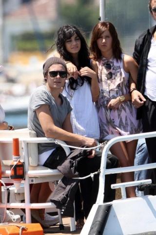 Zac, Vanessa And Ashley Enjoy A Boat Ride In Sydney 1328