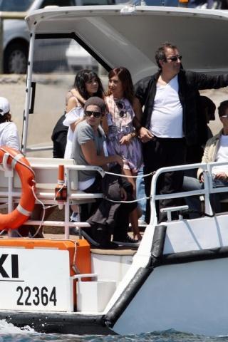 Zac, Vanessa And Ashley Enjoy A Boat Ride In Sydney 1425