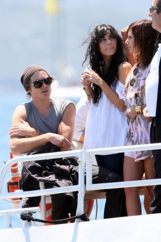 Zac, Vanessa And Ashley Enjoy A Boat Ride In Sydney 1522