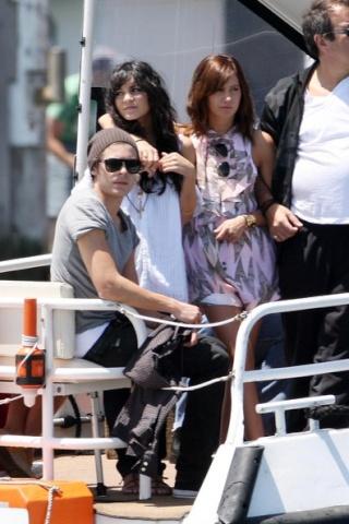Zac, Vanessa And Ashley Enjoy A Boat Ride In Sydney 2316