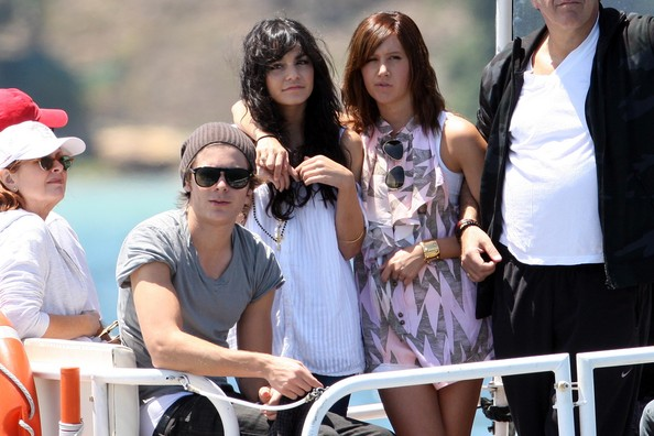 Zac, Vanessa And Ashley Enjoy A Boat Ride In Sydney - Page 2 2816