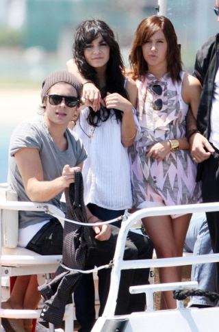 Zac, Vanessa And Ashley Enjoy A Boat Ride In Sydney - Page 2 2915