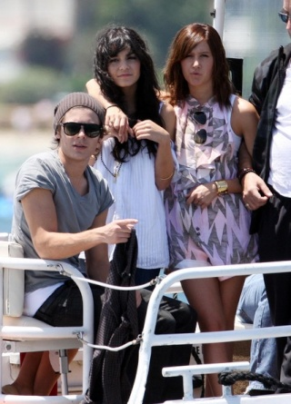 Zac, Vanessa And Ashley Enjoy A Boat Ride In Sydney - Page 2 3212