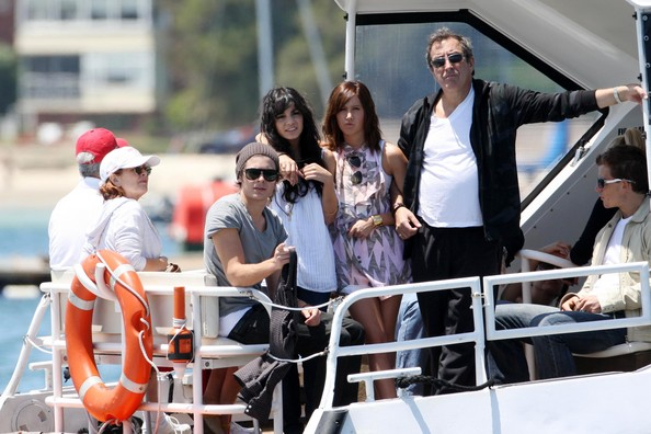 Zac, Vanessa And Ashley Enjoy A Boat Ride In Sydney - Page 2 3811