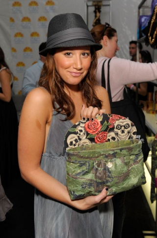 2008 American Music Awards - Silver Spoon Gifting Lounge - Day 2 437