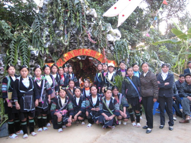HMOOB CATHOLIC NYOB COB TSIB TEB (Hmong Catholic Vietnam) Img_2414