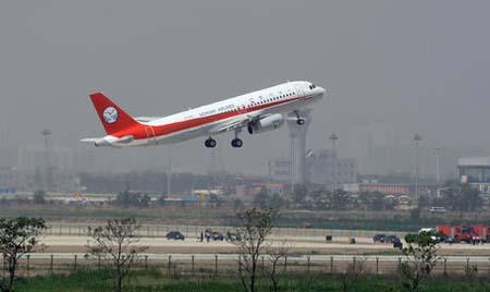أول طائرة ايرباص 320 مُجمَعة في الصين تجتاز رحلتها التجريبية 00114311