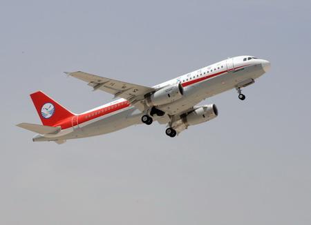 أول طائرة ايرباص 320 مُجمَعة في الصين تجتاز رحلتها التجريبية 00114312