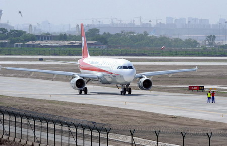 أول طائرة ايرباص 320 مُجمَعة في الصين تجتاز رحلتها التجريبية 00114313