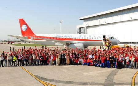 أول طائرة ايرباص 320 مُجمَعة في الصين تجتاز رحلتها التجريبية 00114314