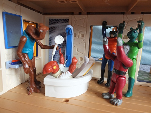 Star Wars Figures in Action!!: Overview On Page 1 - Page 8 Ackbar21