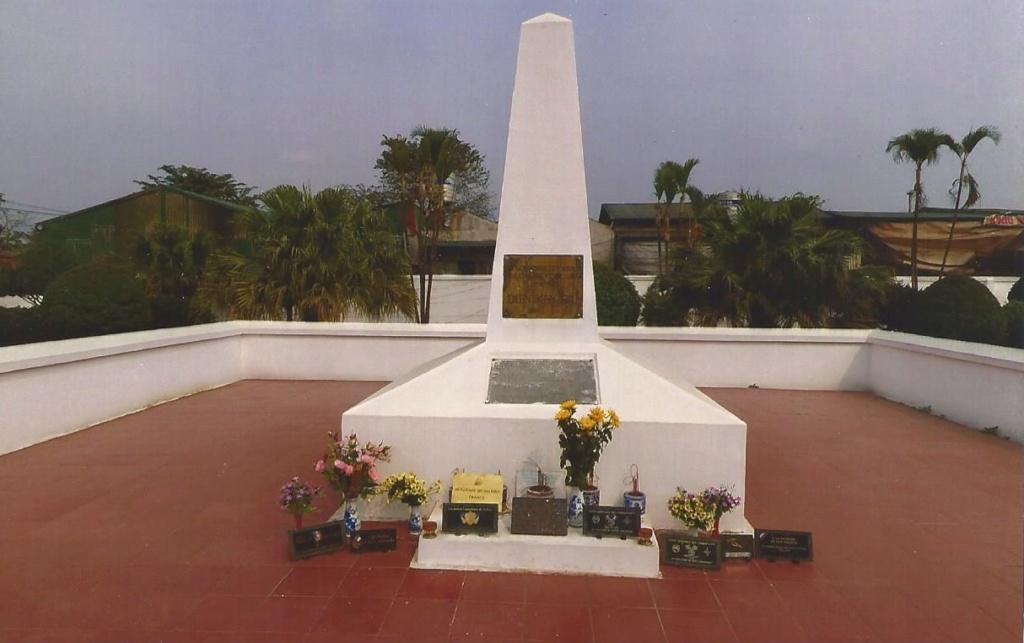 monument aux morts de Diên Biên Phû  Client10