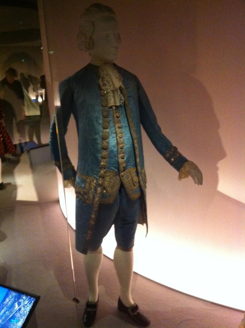 Fashioning Fashion : deux siècles de mode européenne  Img_3412