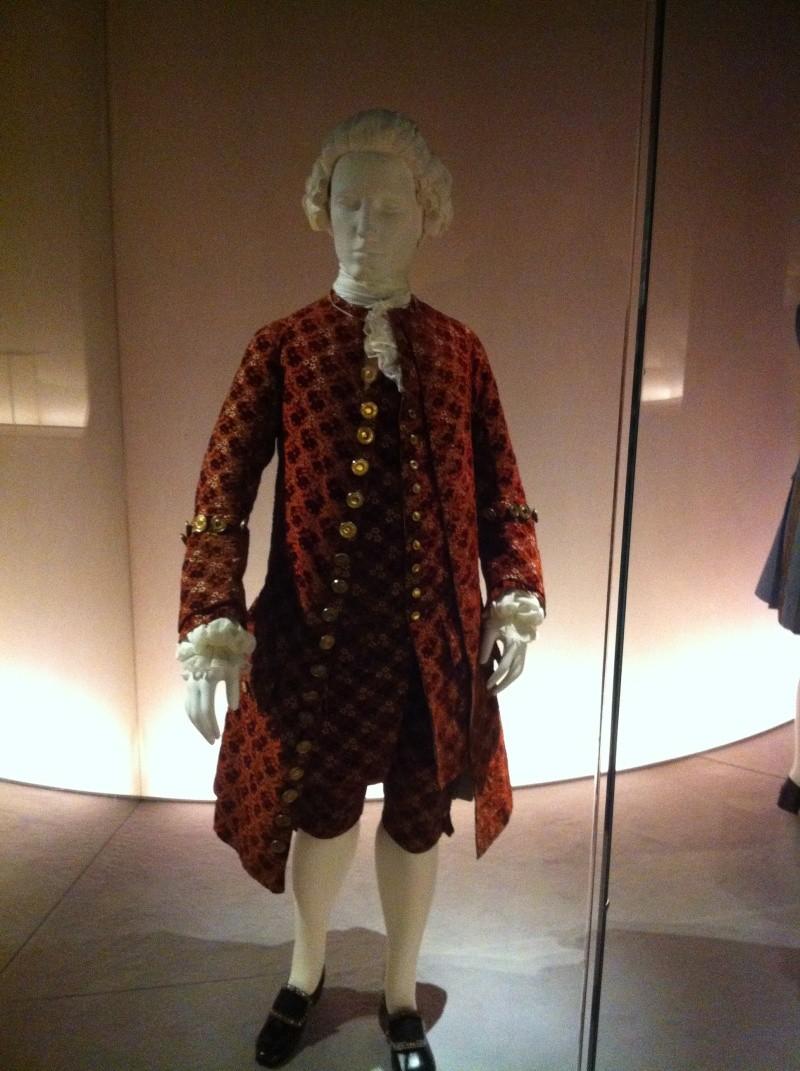 Fashioning Fashion : deux siècles de mode européenne  Img_3413