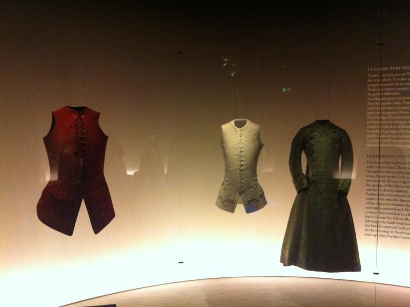 Fashioning Fashion : deux siècles de mode européenne  Img_3416