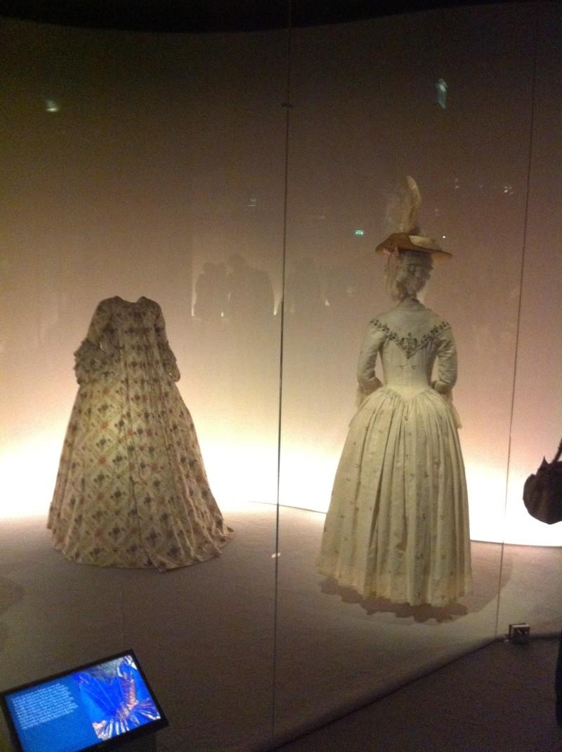 Fashioning Fashion : deux siècles de mode européenne  Img_3418