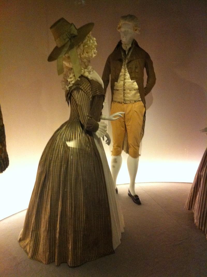 Fashioning Fashion : deux siècles de mode européenne  Img_3419