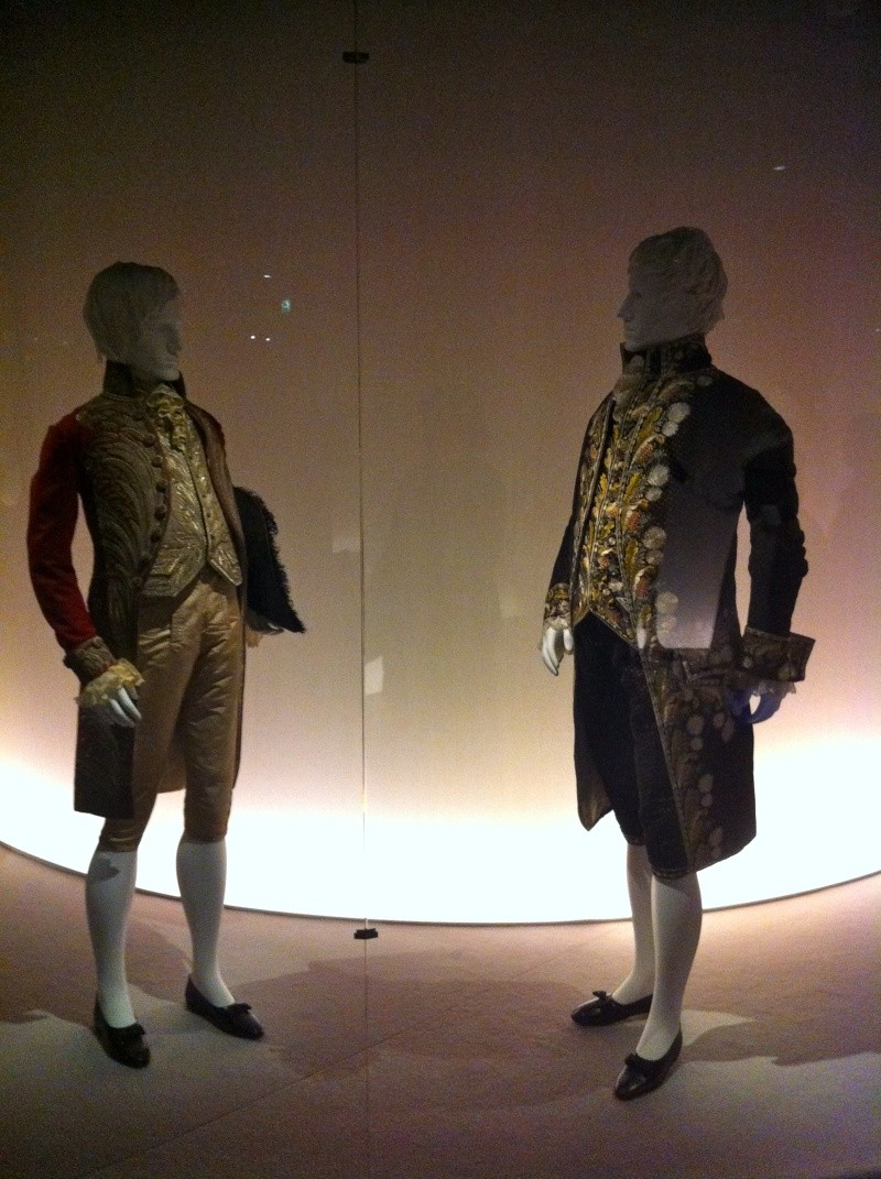 Fashioning Fashion : deux siècles de mode européenne  Img_3420