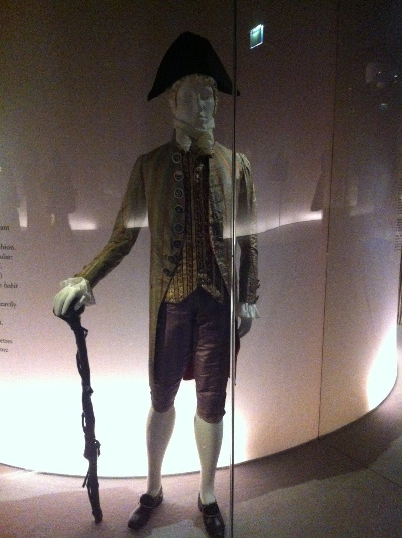 Fashioning Fashion : deux siècles de mode européenne  Img_3421