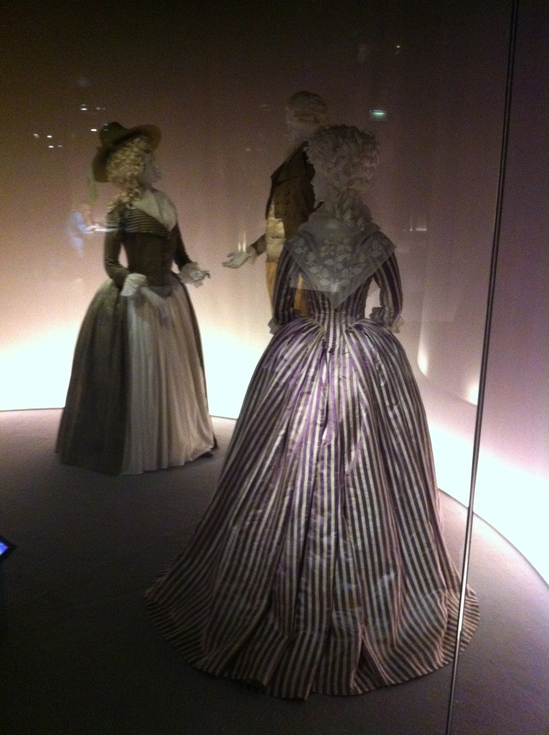 Fashioning Fashion : deux siècles de mode européenne  Img_3422