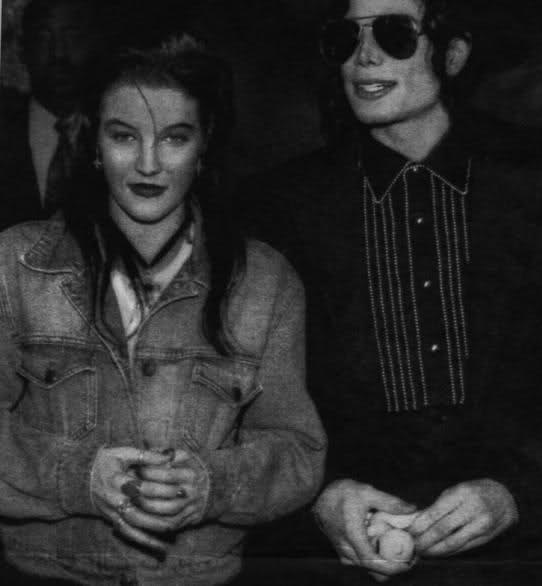 Short stories about  Lisa Marie and Michael Jackson Atlant10
