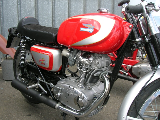 Ici on balance les Monos Ducati - Page 5 Mach111