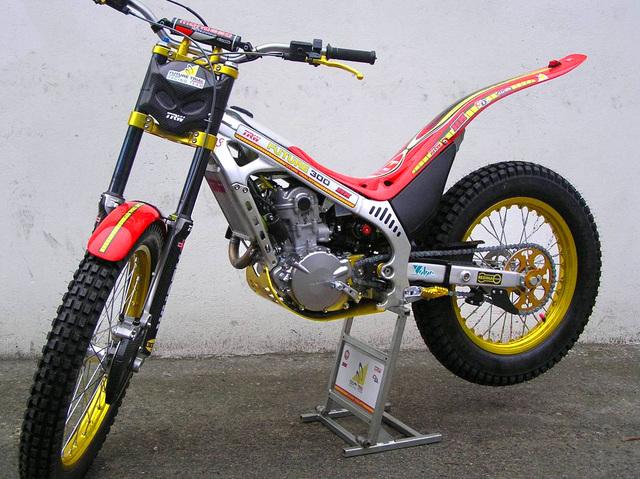 encore une 4RT trop belle!!!! Moto2010