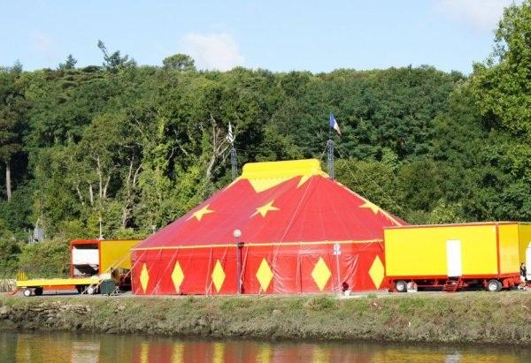 Le cirque Fricheteau est en ville! Friche11