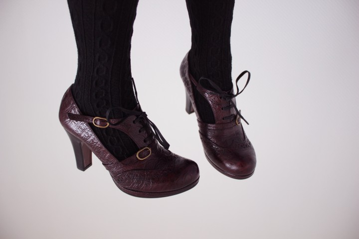 Parce que les filles, ça aime les poupées et les chaussures 211