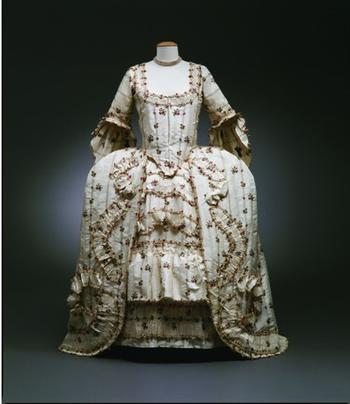 Fashioning Fashion : deux siècles de mode européenne  Mainpa10
