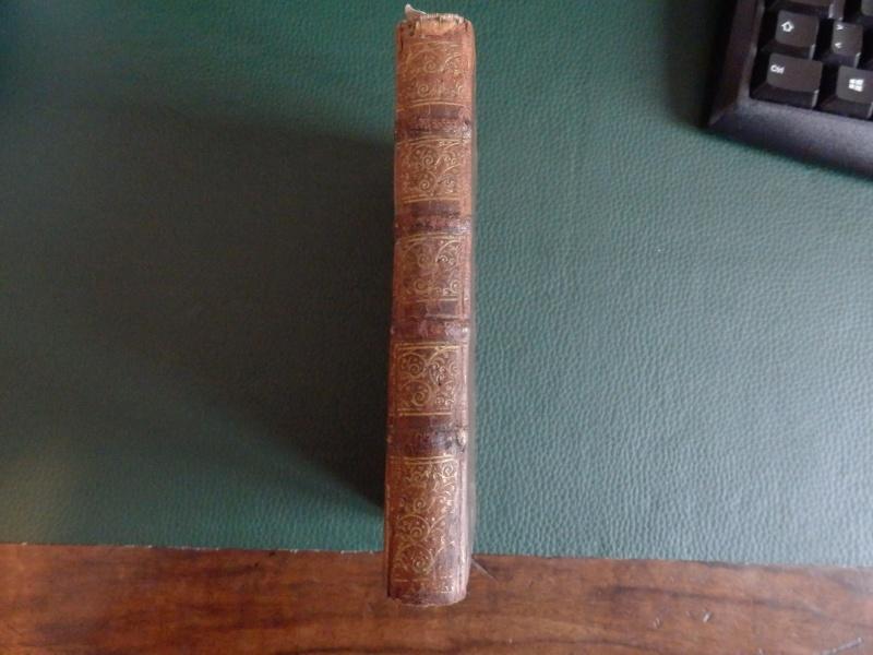 Quels sont les livres les plus étonnants/remarquables de votre bibliothèque ? - Page 6 P1200010