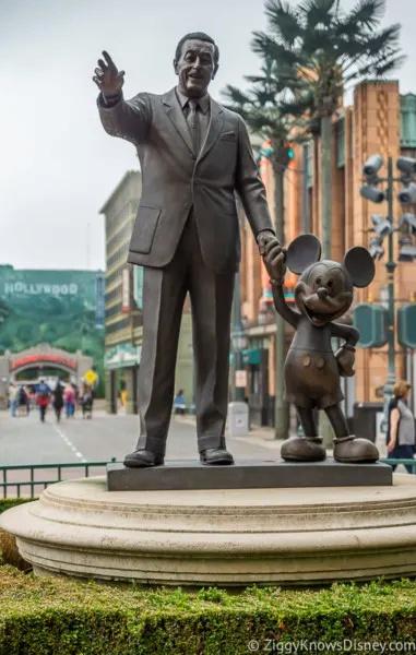 La statue Partners [Production Courtyard - 2002] Disney10