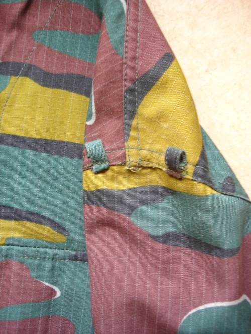 Belgium Jigsaw Shirt  ´´ with which task ´´ ????? J410