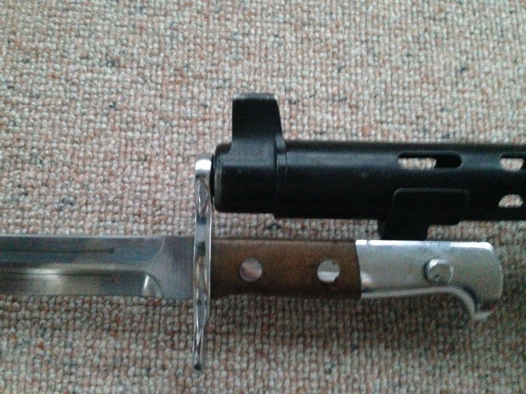 Armes à genouillère Img_0212