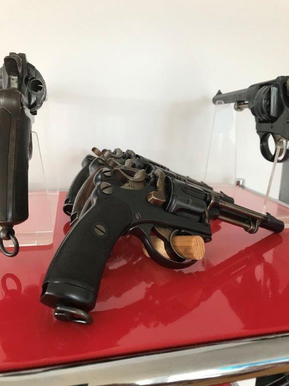 Présentation de vos armes de poing - supports - vitrines Img_1631