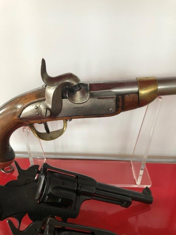 Présentation de vos armes de poing - supports - vitrines Img_1632