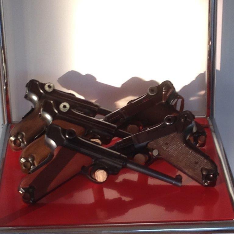Présentation de vos armes de poing - supports - vitrines Img_2412