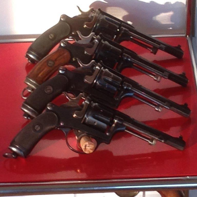 Revolver réglementaire Suisse 1882 Img_2419