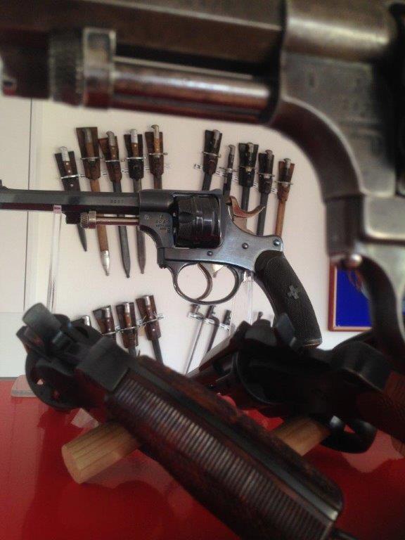 Revolver réglementaire Suisse 1882 Img_2420