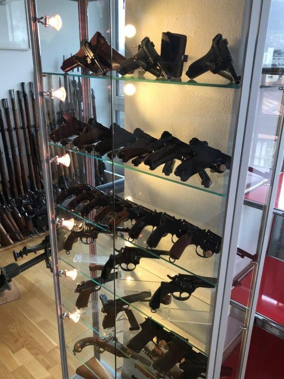Vos étagères pour armes courtes Img_2518